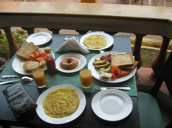 The Baga Marina Beach Resort & Hotel: Breakfast