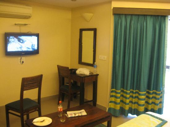 The Baga Marina Beach Resort & Hotel: Our room - Junior suite