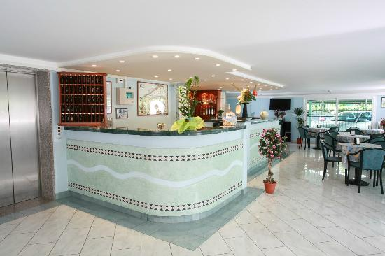 Bureau e Bar Hotel letizia -Rimini-