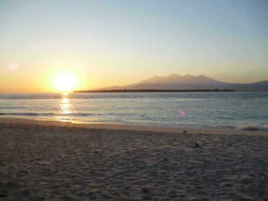 Kontiki Cottage: strand begin van de dag