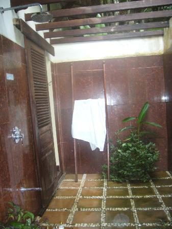 Zen Namkhan Boutique Resort: douche à ciel ouvert