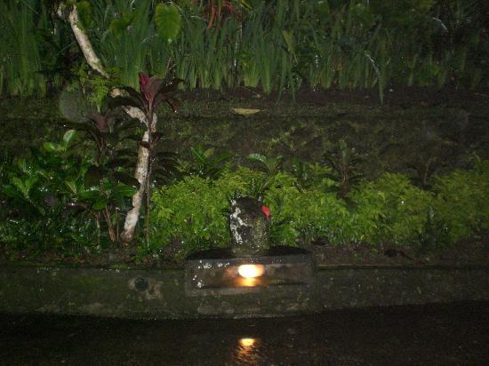 ทแจมปูฮานโฮเต็ลแอนด์สปา: Steps light at night