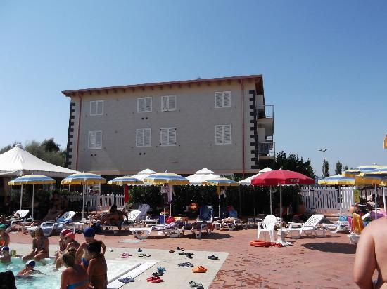 Quadrifoglio Village: vista dalla piscina