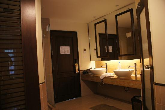 Duangjitt Resort Spa Wet Area Bath And Shower On The Left Toilet