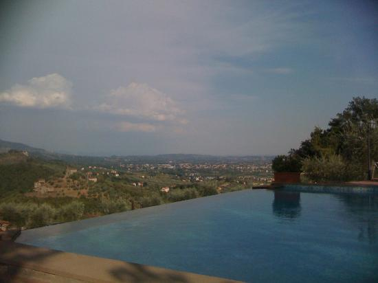 Suite Accommodation: The view from the water pool ... it's magic !!!