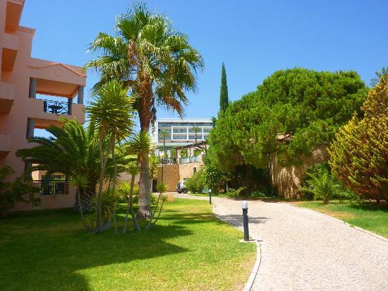Balaia Plaza : Grounds