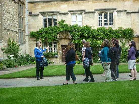 Experience Oxfordshire - Oxford Official Walking Tours: Jesus College