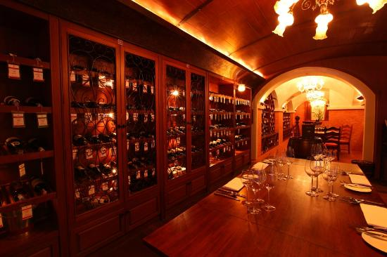 ‪Royal Grill Room & Wine Cellar‬