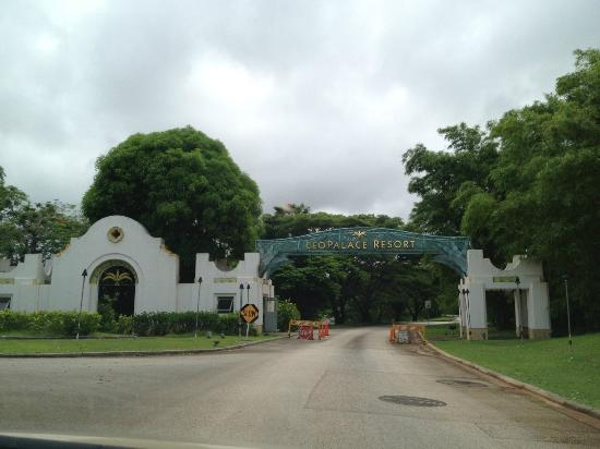 Leopalace Resort Condominium La Cuesta: 正面ゲート 