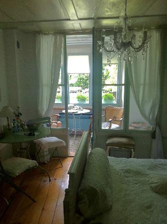 Maison D'Hotes La Vigne: Zimmer Rousseau
