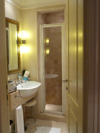 Hotel Stendhal: bathroom with shower