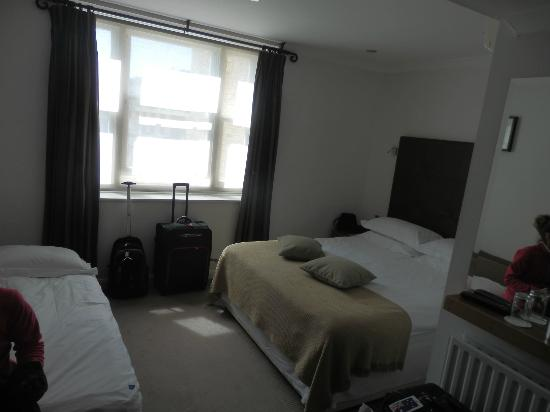 Commodore Hotel: triple room