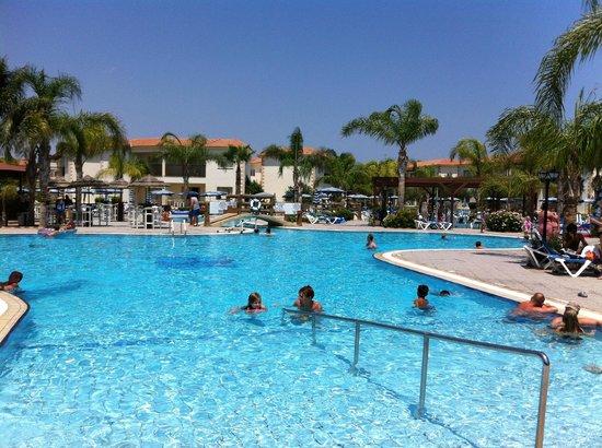 Tsokkos Paradise Village : Härlig pool