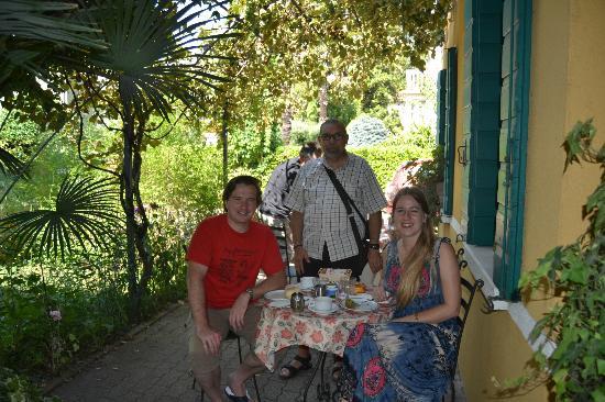 Antica Villa Graziella: Завтрак в саду