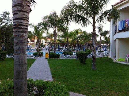 Tsokkos Paradise Village: Mot poolen