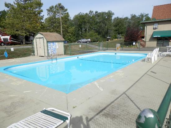 Niagara Falls KOA: smaller pool at front gate (not heated)