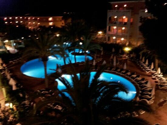 Aparthotel Green Garden: piscina in notturna dal 3? piano
