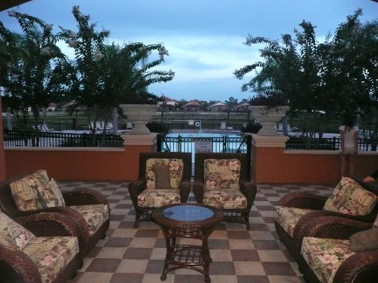 Aviana Resort Orlando: Chilling on the pool deck