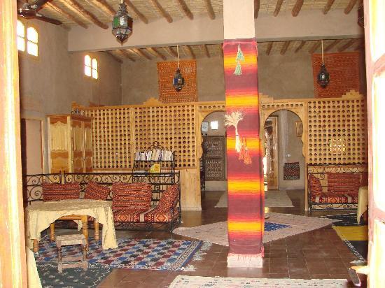 Guest House Merzouga: Entrée salon