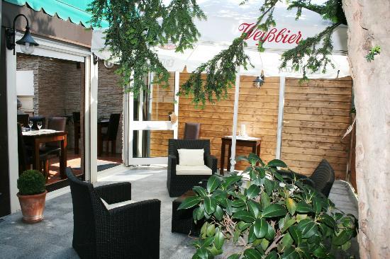Ristorante & Pizzeria Nuraghe: Lounge aussen