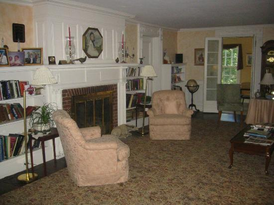 The Inn at Stockbridge: Comfortable Living Room