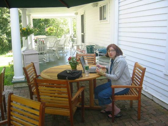 Inn at Stockbridge: Breakfast on the Porch