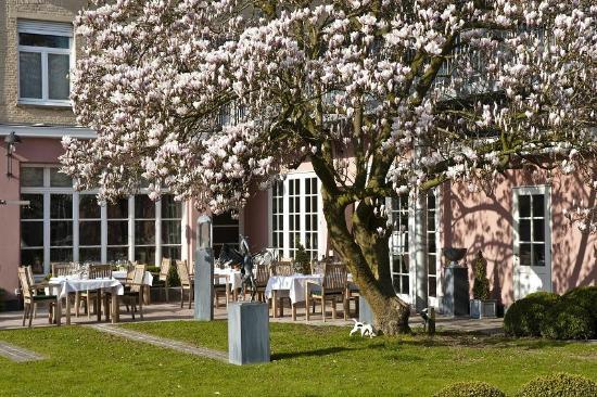 Hotel Recour: Garden