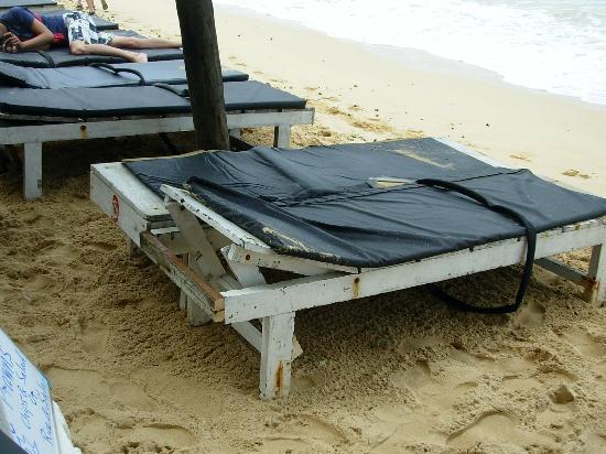 Peacock Hotel: Worst beach beds ever!