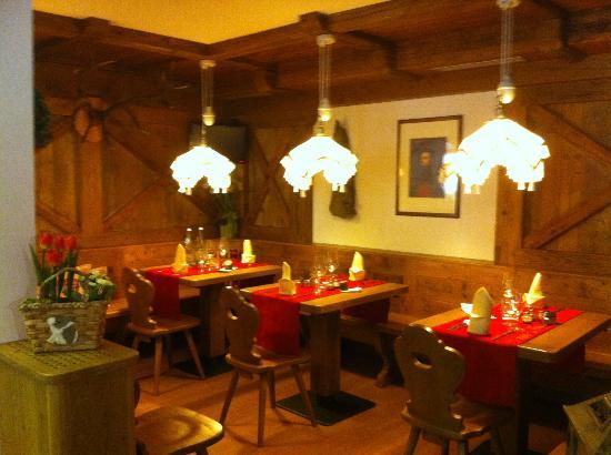 Hotel Tirol: saletta ristorante