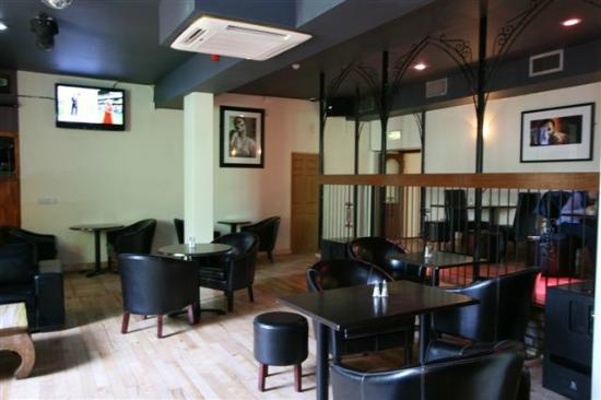 Phoenix Bar & Bistro: Back Bar