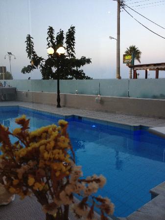 Kriti Beach Hotel: Piscina