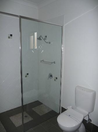Best Western Ascot Lodge Motor Inn: BW shower