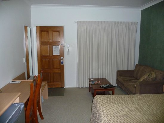 Best Western Ascot Lodge Motor Inn : BW facing the entrance of room