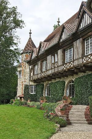 Manoir de Beaumarchais: One of the Terraces