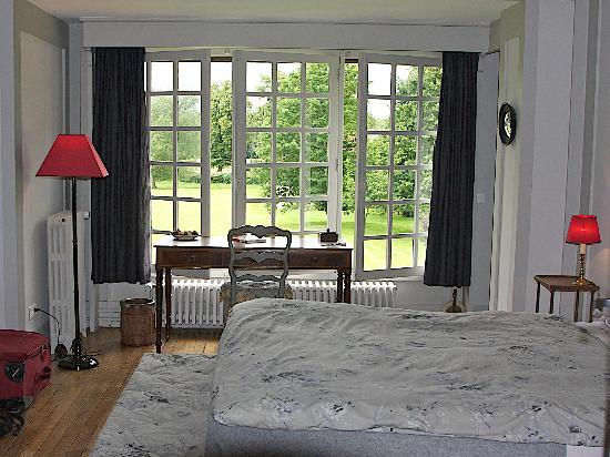 Manoir de Beaumarchais: Bedroom