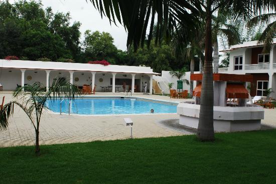 Hotel Chandela: grande piscine