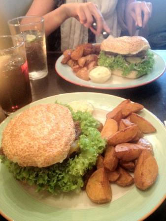 Halifax : lonestar burger and København burger