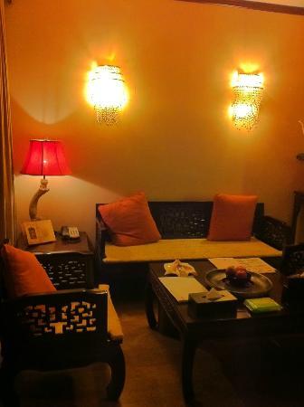 โรงแรมบุดดาเซน: sitting room / family room