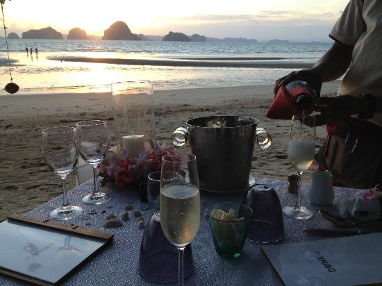 The Tubkaak Krabi Boutique Resort : Champagne at sunset