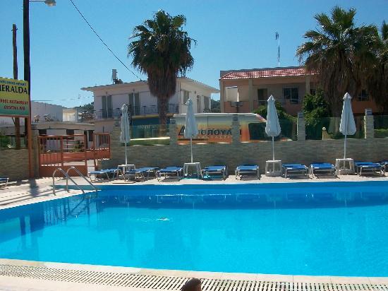 Esmeralda Hotel: Pool Area