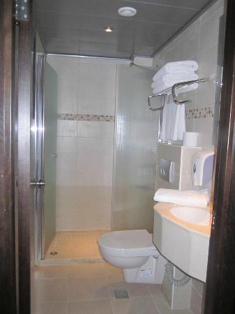 Commodore Hotel Jerusalem: Newly done up & clean bathroom