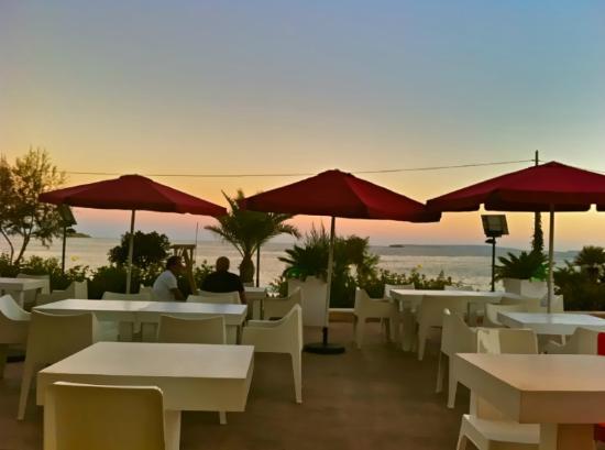 Buena Onda Cafe: terrace