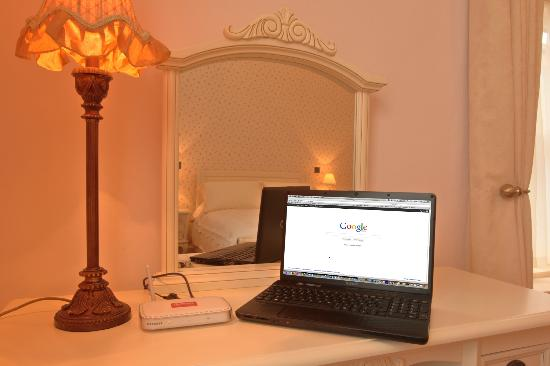 Corrib House Guest Accommodation: Free Wi- Fi Throughout House