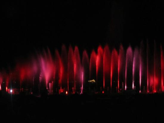 Restal Hotel: Light & Water show at the promenade