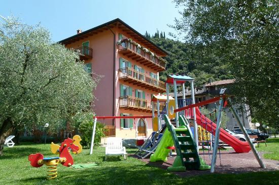 Residence Filanda : Casa lato sud e parco giochi
