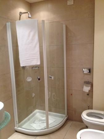 Hotel First: bagno