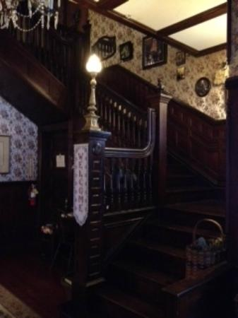Pensacola Victorian Bed and Breakfast: Staircase off of entry way