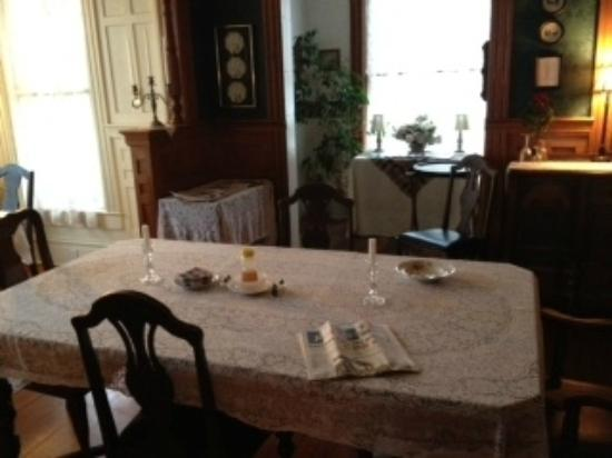 Pensacola Victorian Bed and Breakfast: Breakfast room