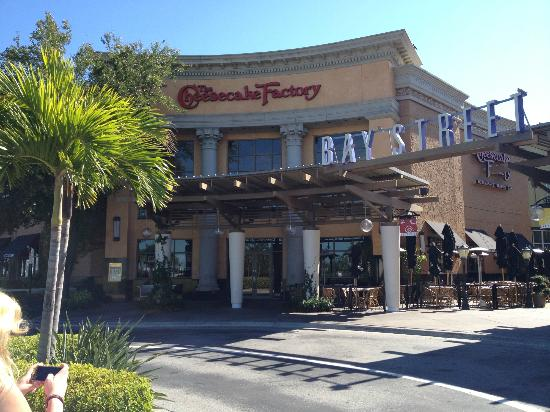 The Cheesecake Factory : Great Location