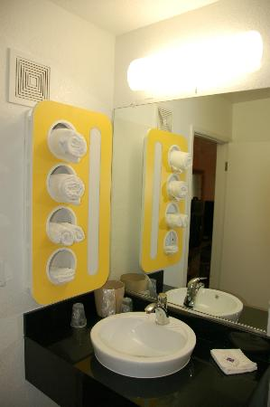Motel 6 Red Bluff : Bathroom